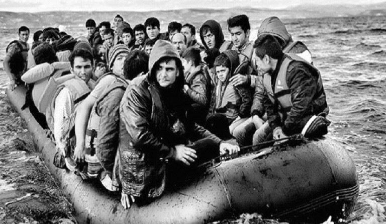 """Ayfer Tunç'un """"Aziz Bey Hadisesi"""" Öyküsü ve Mültecilik"""